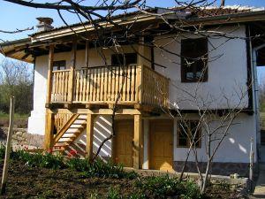 Te koop vrijstaande woning volledig gerenoveerd huis met grote tuin in nw bulgarije - Oud gerenoveerd huis ...